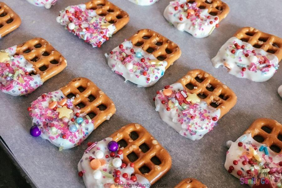 Dipped Pretzels for Parties