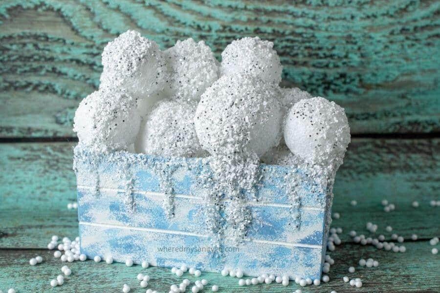 DIY Indoor Snowball Decoration