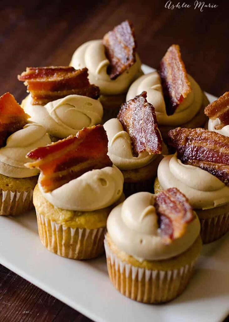 MAPLE BACON CUPCAKES